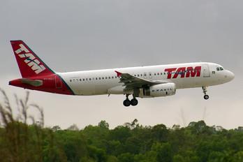 PT-MZJ - TAM Airbus A320
