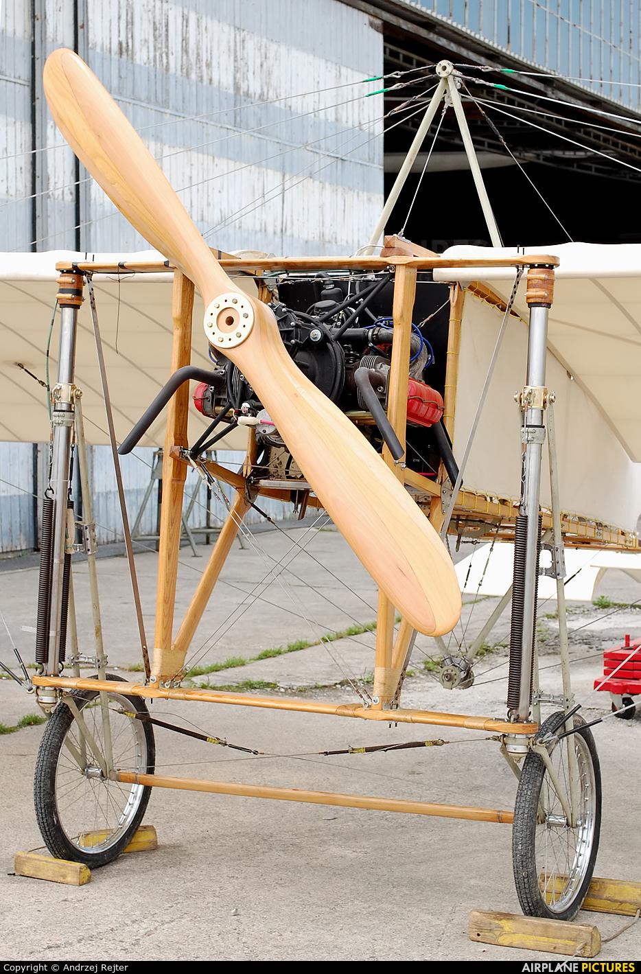 Private SP-YHE aircraft at Wrocław - Szymanów