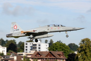 J-3201 - Switzerland - Air Force Northrop F-5F Tiger II