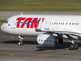 PT-MXP - TAM Airbus A321