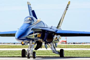 163442 - USA - Navy : Blue Angels McDonnell Douglas F/A-18C Hornet