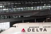 N675NW - Delta Air Lines Boeing 747-400 aircraft