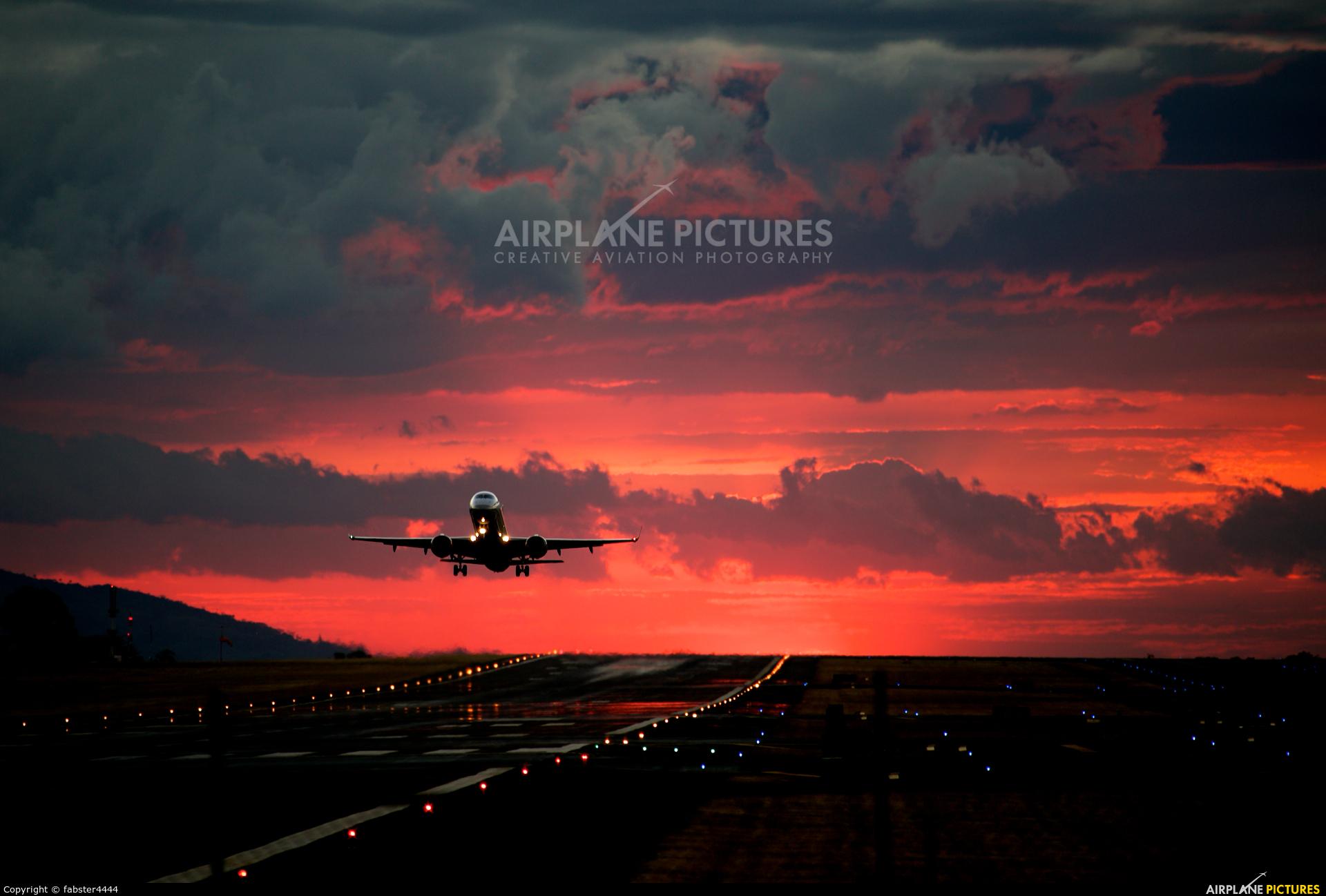 - Airport Overview - aircraft at San Jose - Juan Santamaría Intl