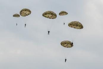 - - Slovakia -  Air Force Parachute Parachutist