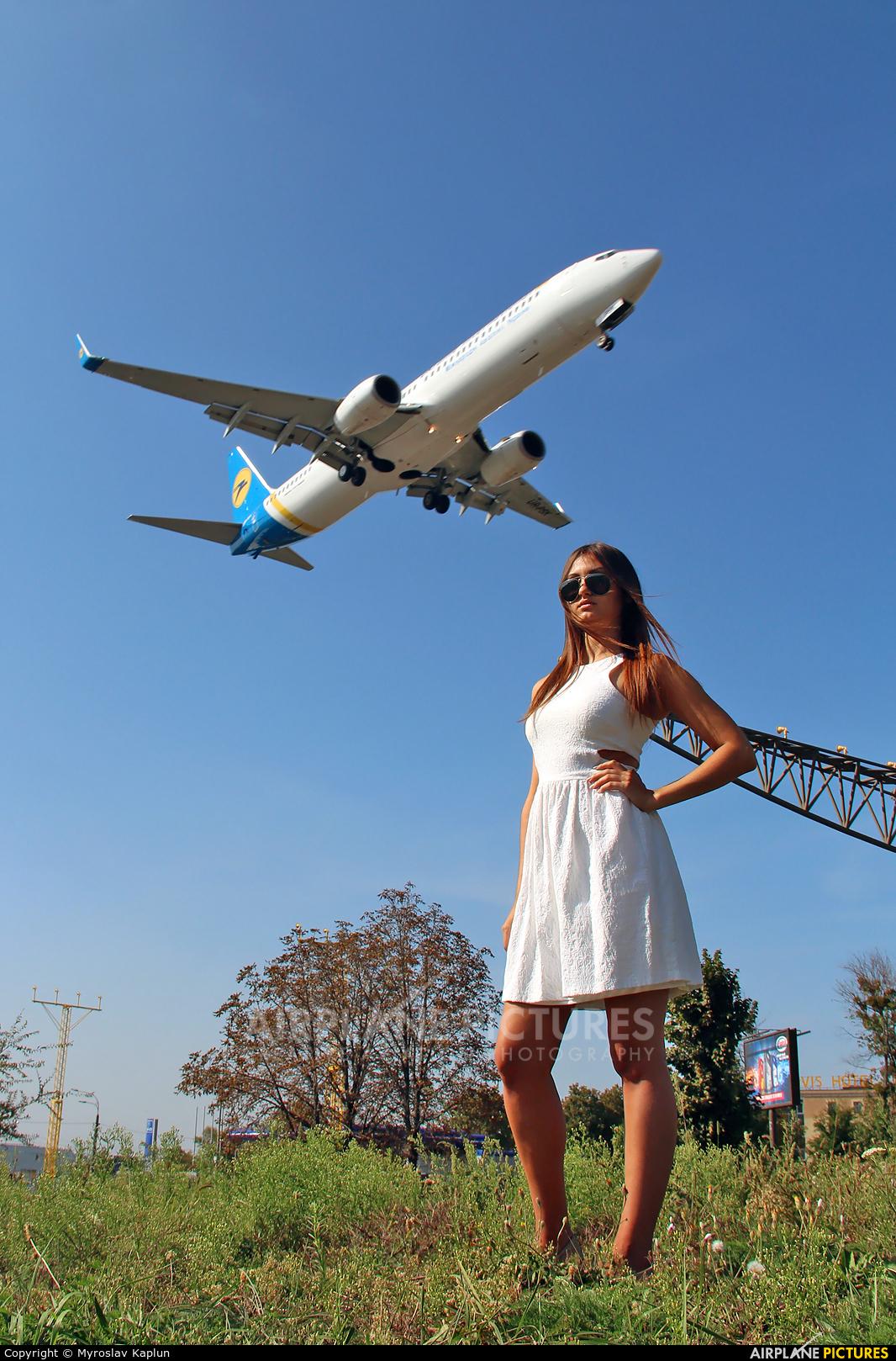 - Aviation Glamour - aircraft at Kharkov