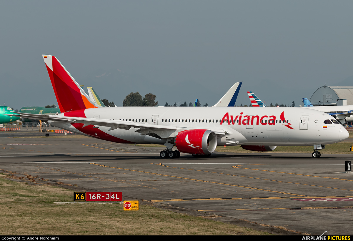 N780av avianca boeing 787 8 dreamliner at everett for Interior 787 avianca