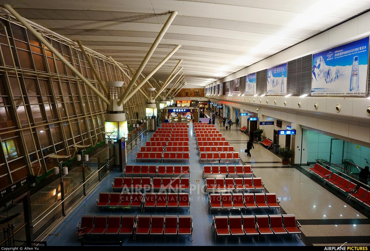 - Airport Overview - aircraft at Lhasa - Gonggar