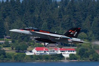 166437 - USA - Navy Boeing F/A-18E Super Hornet