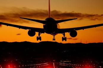 - - JAL - Japan Airlines Boeing 777-300