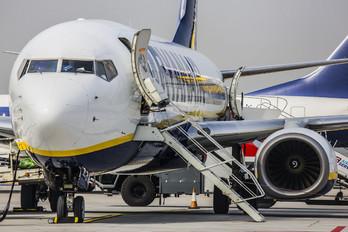 EI-DCM - Ryanair Boeing 737-800