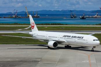 JA8943 - JAL - Japan Airlines Boeing 777-300