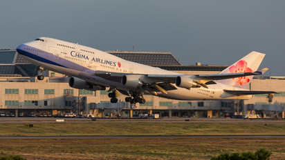 B-18207 - China Airlines Boeing 747-400