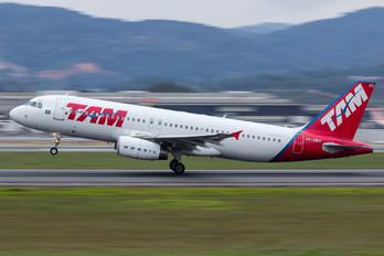 PR-MBX - TAM Airbus A320