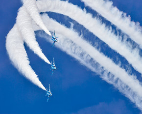 26-5805 - Japan - ASDF: Blue Impulse Kawasaki T-4