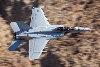 166927 - USA - Navy Boeing F/A-18F Super Hornet