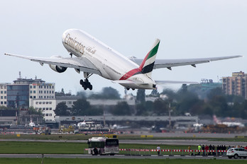 A6-EME - Emirates Airlines Boeing 777-200