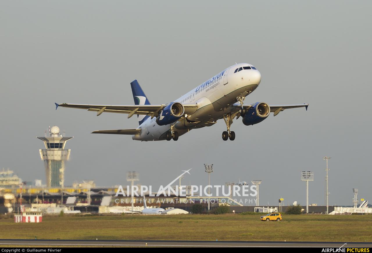 Livingston EI-EXK aircraft at Paris - Orly