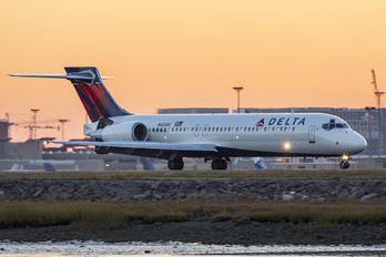 N603AT - Delta Air Lines Boeing 717
