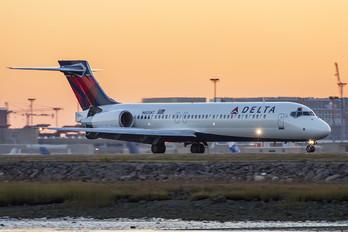 N603AT - Delta Air Lines Boeing 717