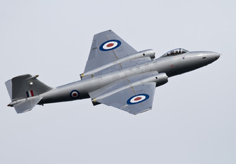 G-OMHD - Private English Electric Canberra PR.9