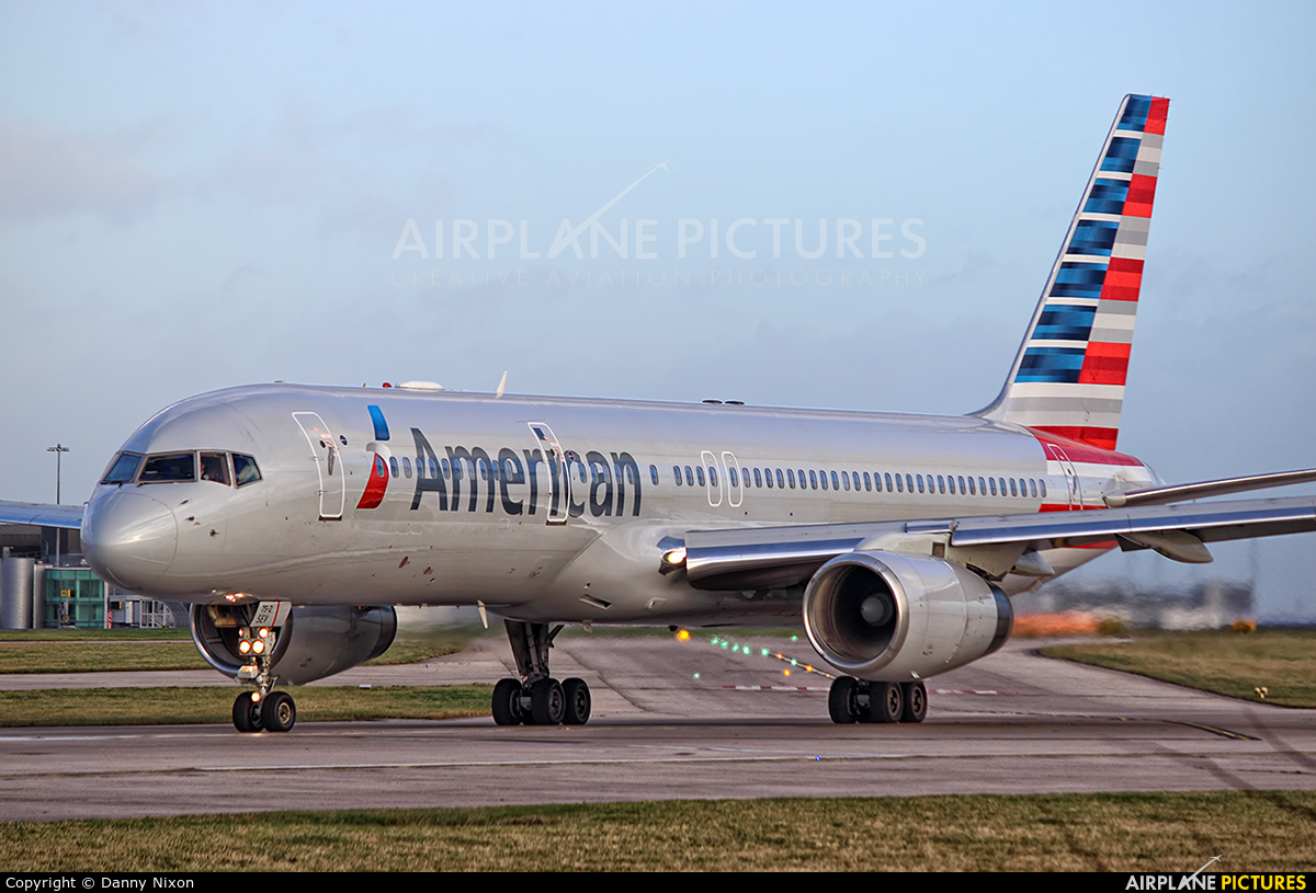 American Airlines N187AN aircraft at Manchester