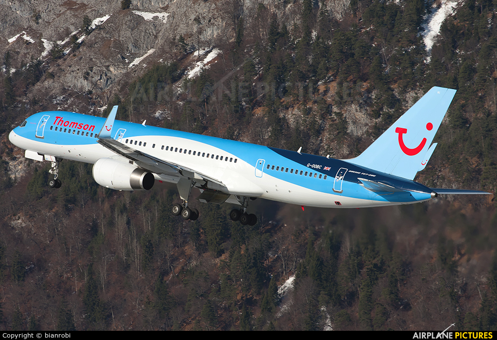Thomson/Thomsonfly G-OOBC aircraft at Innsbruck