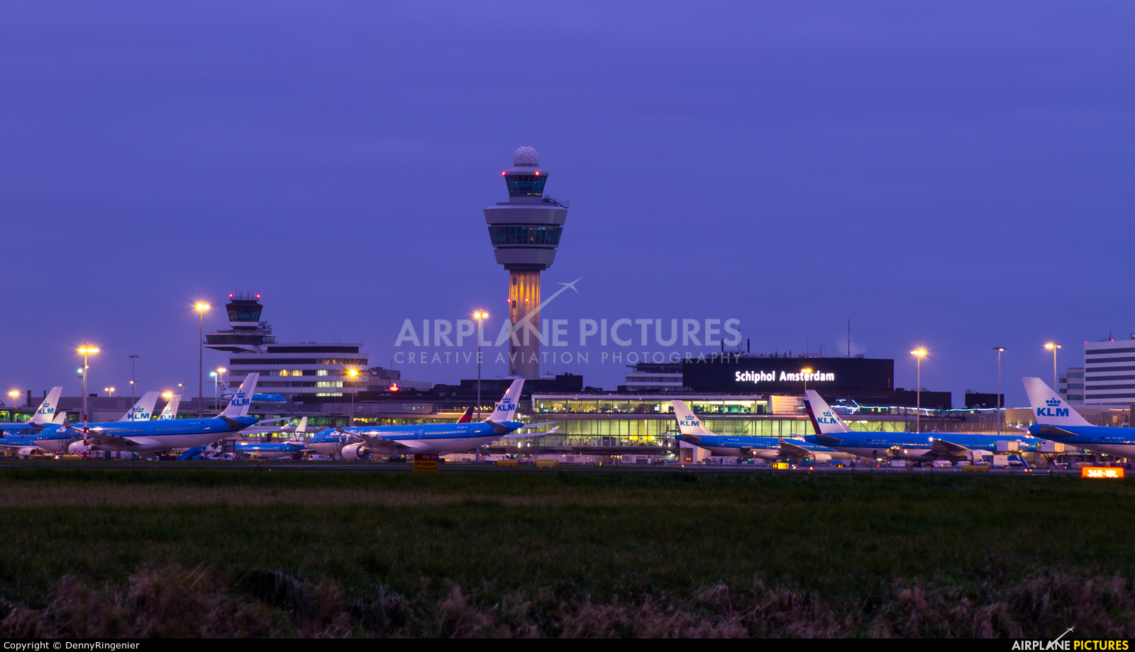 - Airport Overview - aircraft at Amsterdam - Schiphol