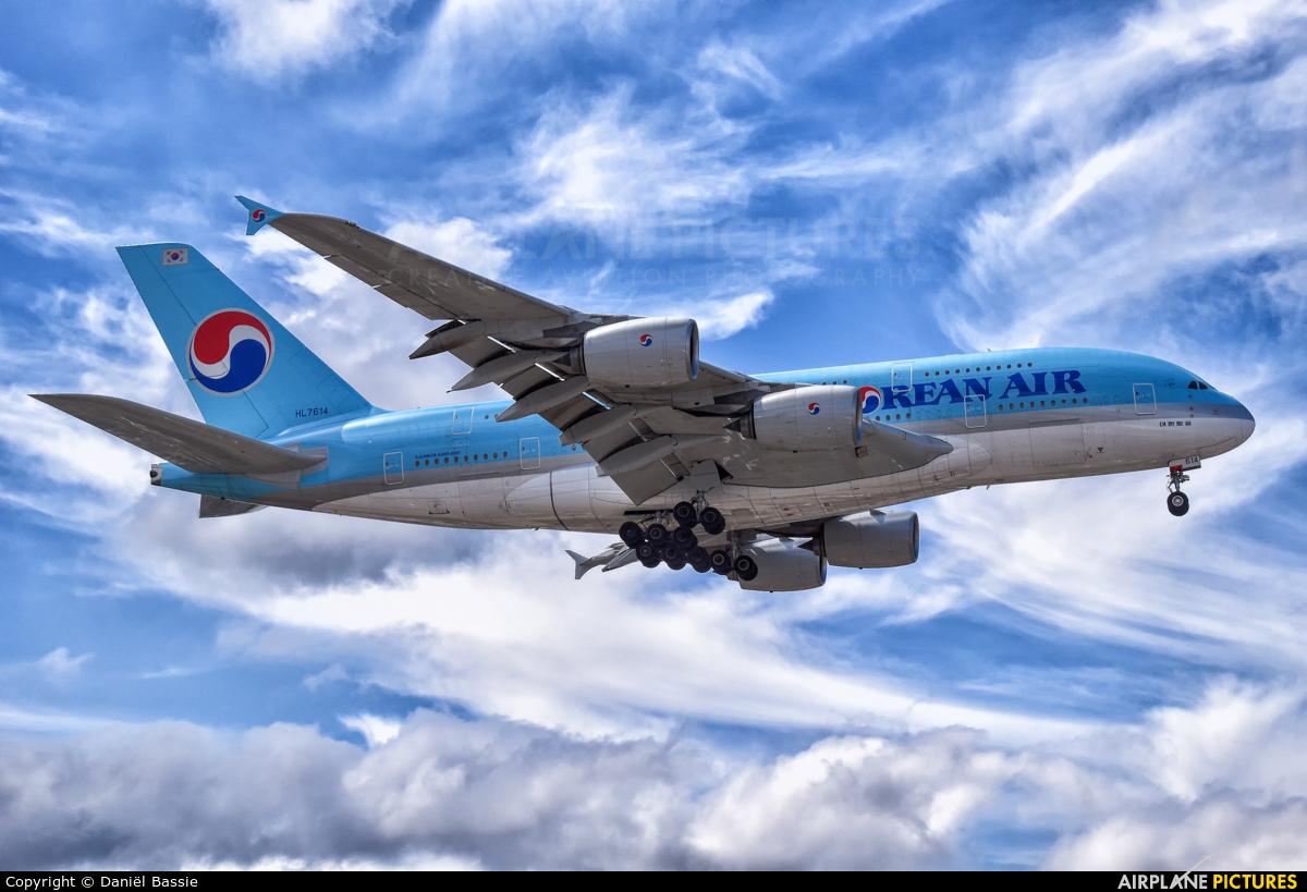 Korean Air HL7614 aircraft at Los Angeles Intl