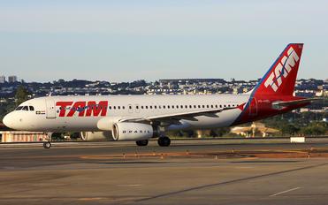 PR-MBL - TAM Airbus A320