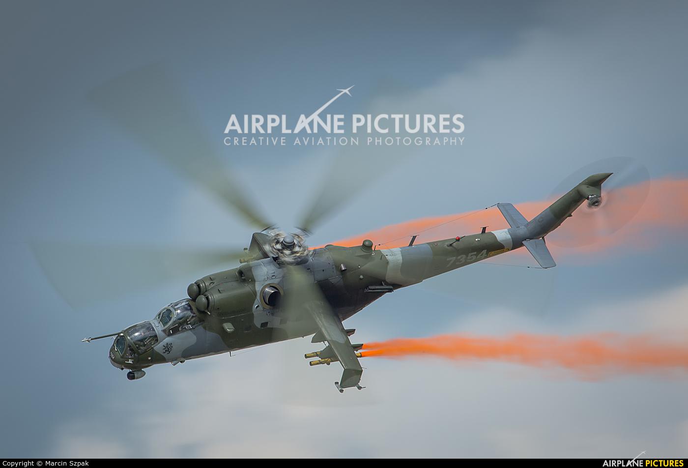 El juego de las imagenes-http://cdn.airplane-pictures.net/images/uploaded-images/2015/1/2/504872.jpg