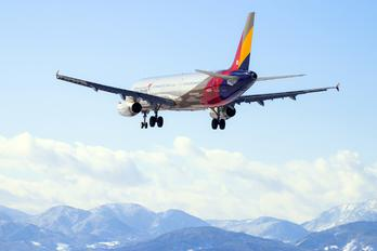 HL8018 - Asiana Airlines Airbus A321