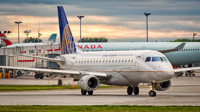 N651RW - United Express Embraer ERJ-175 (170-200)