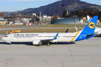 UR-PSL - Ukraine International Airlines Boeing 737-900ER