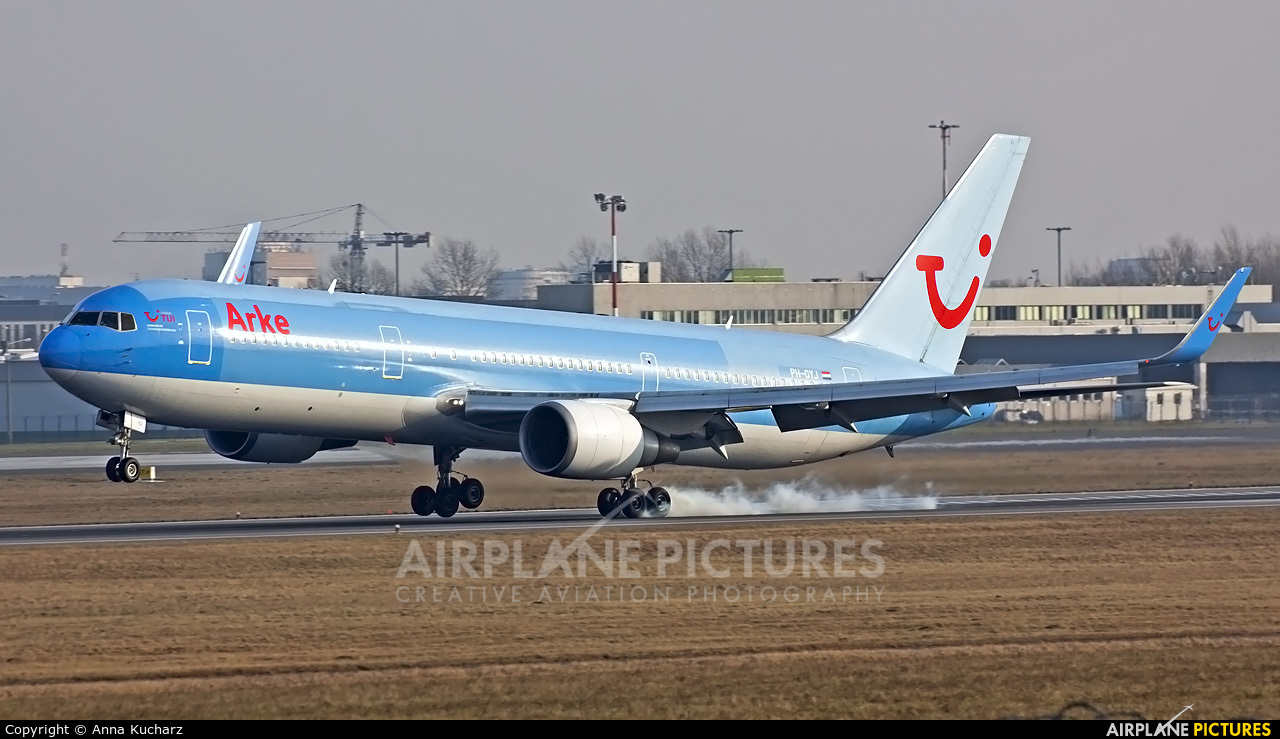 Arke/Arkefly PH-OYJ aircraft at Warsaw - Frederic Chopin