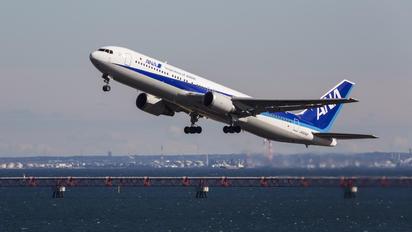 JA8342 - ANA - All Nippon Airways Boeing 767-300
