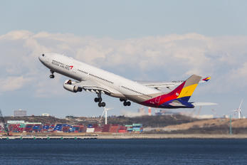 HL7754 - Asiana Airlines Airbus A330-300