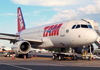 PT-TME - TAM Airbus A319