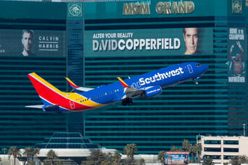 N8652B - Southwest Airlines Boeing 737-800
