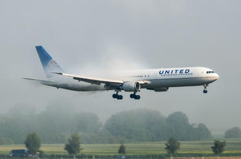 N59053 - United Airlines Boeing 767-400ER