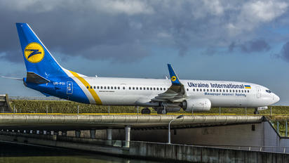 UR-PSI - Ukraine International Airlines Boeing 737-900ER