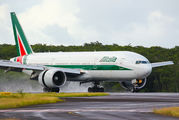 Alitalia Boeing 777-200ER first landing in Guadeloupe title=