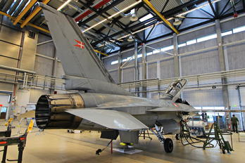 ET-199 - Denmark - Air Force General Dynamics F-16B Fighting Falcon