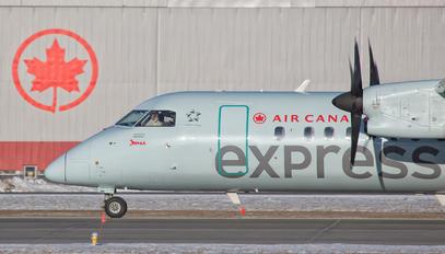 C-FJVV - Air Canada Jazz Bombardier Dash 8-Q402