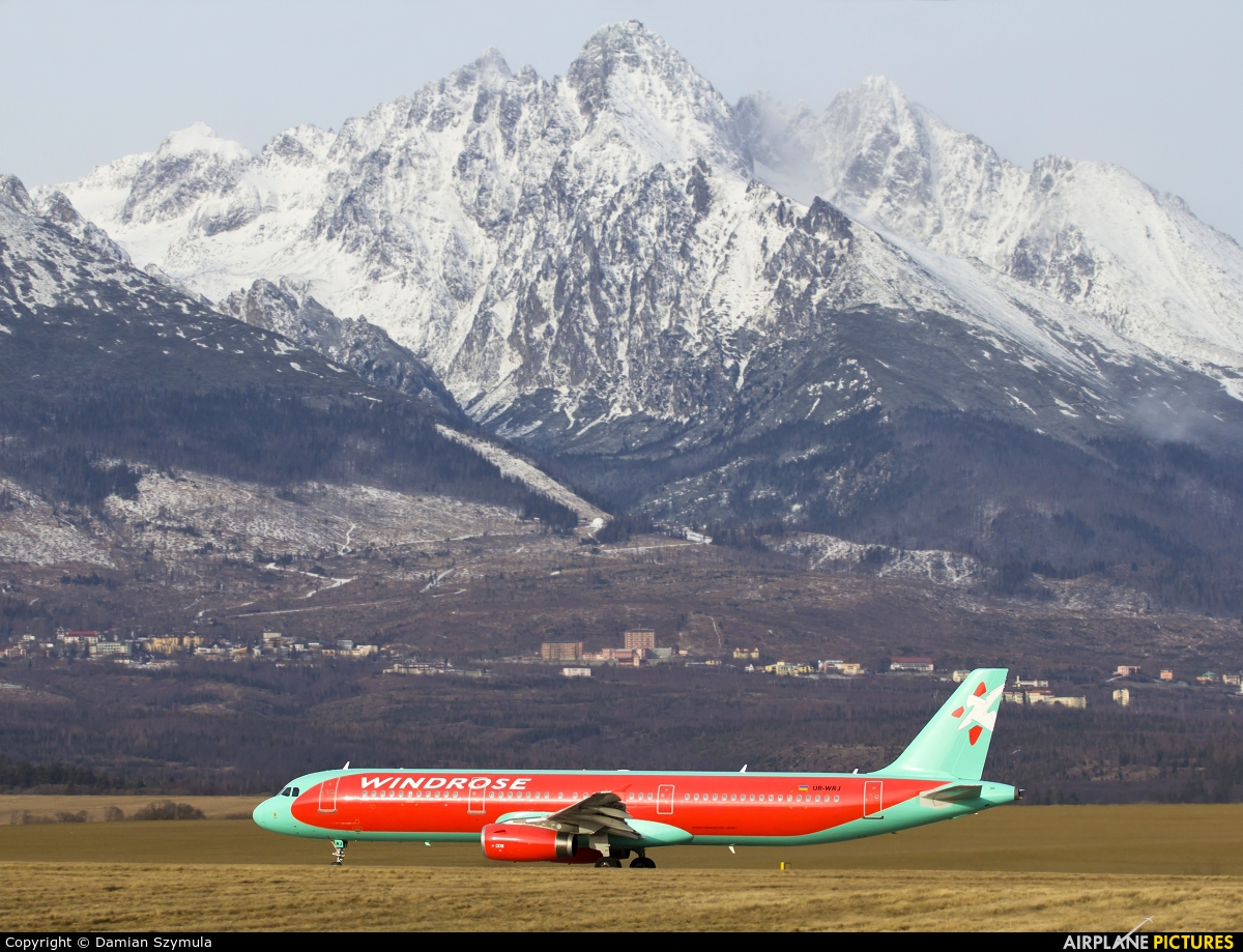 - Airport Overview - aircraft at Poprad - Tatry