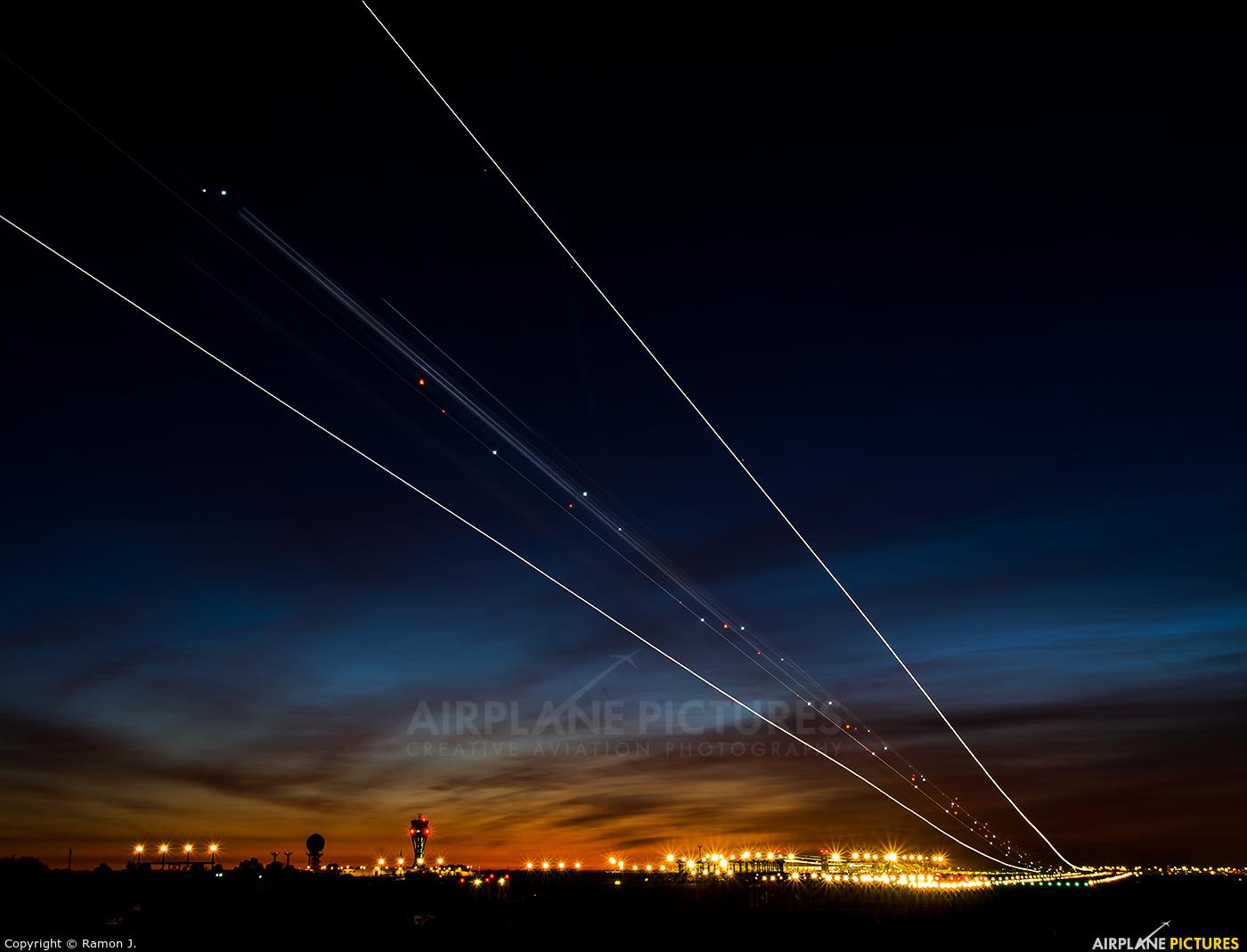 - Airport Overview - aircraft at Barcelona - El Prat
