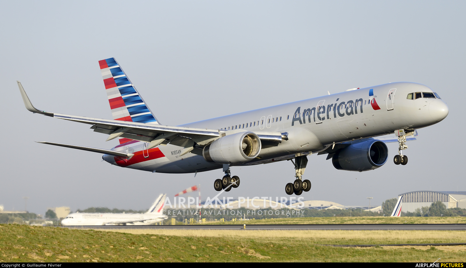 N185an american airlines boeing 757 200 at paris for American airlines plane types
