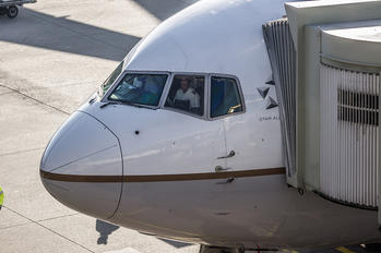 - - United Airlines Boeing 767-200