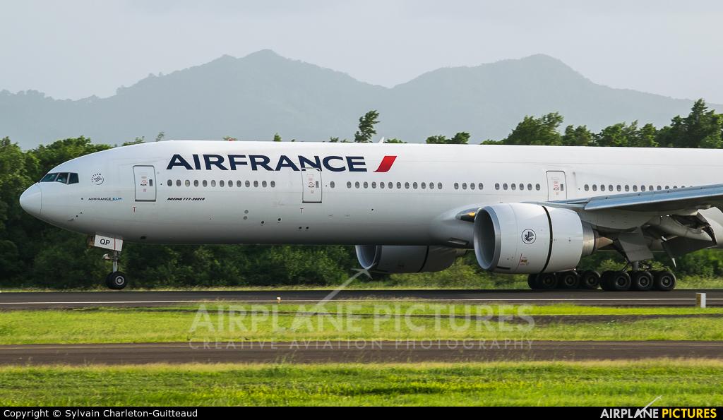 Air France F-GSQP aircraft at Martinique - Aimé Césaire