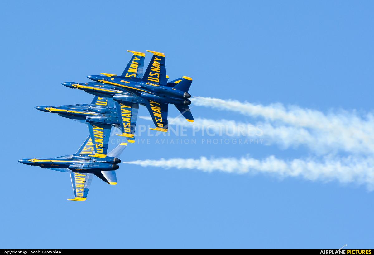 USA - Navy : Blue Angels - aircraft at Off Airport - California