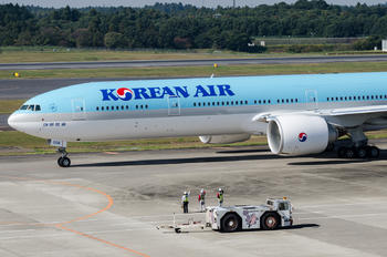 HL8008 - Korean Air Boeing 777-300ER